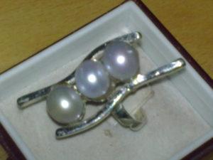 Anello on argento con perle di fiume €. 59,00