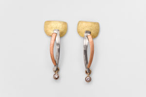 Orecchini in argento e bronzo con zircone €. 49,00