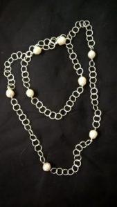 Catena lunga con perle
