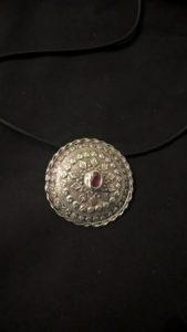 Medaglione con rubino