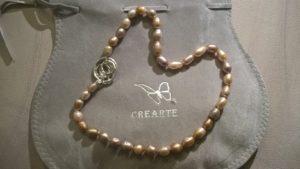 Perle policrome con chiusura in argento