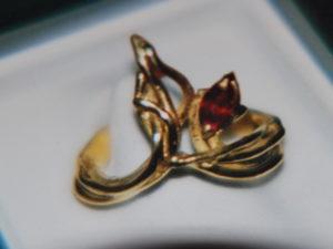 Anello in bronzo con rubino €. 96,00