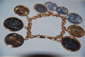 Bracciale in maglie di argento dorato con monete della Lira in fior di conio €. 98,00