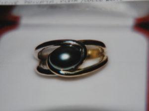 Anello in argento con perla di fiume grigia €. 88,00