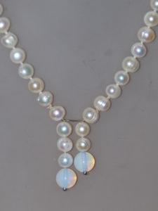 perle con 2 pendenti di pietra di luna